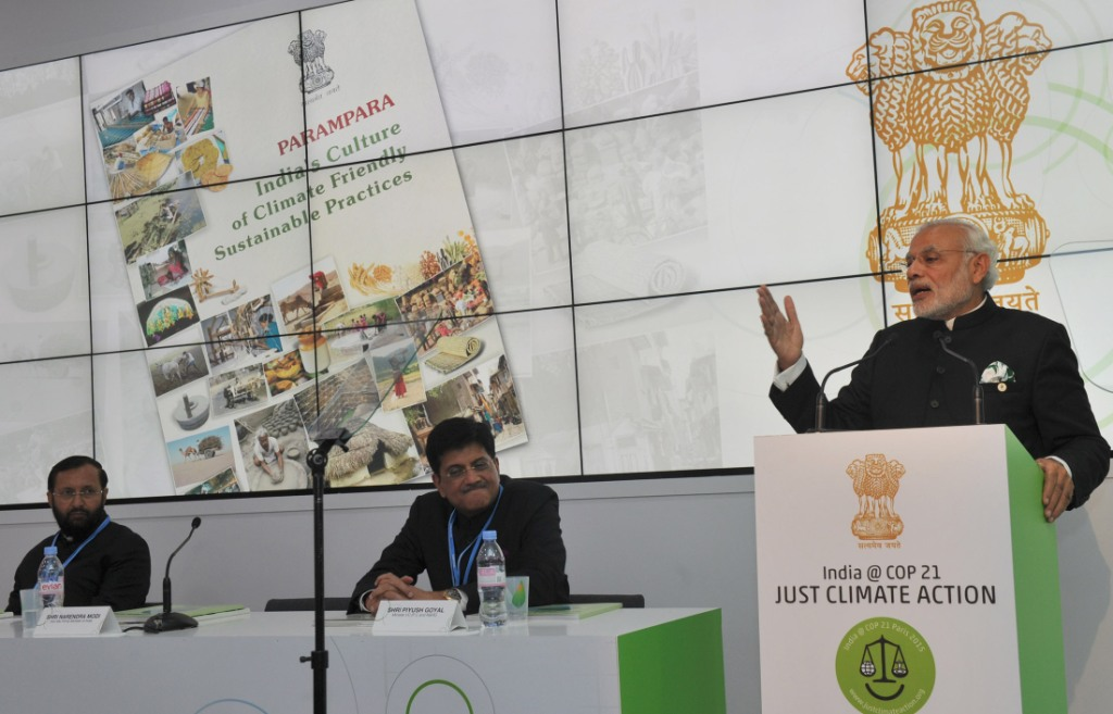 Narendra Modi addressing at the India Pavilion, at COP21 Summit, in Paris