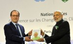 Narendra Modi and France President Francois Hollande at COP21 Summit in Paris