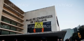 Greenpeace protests at MWC
